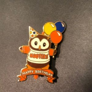 Hooter's authentic pin